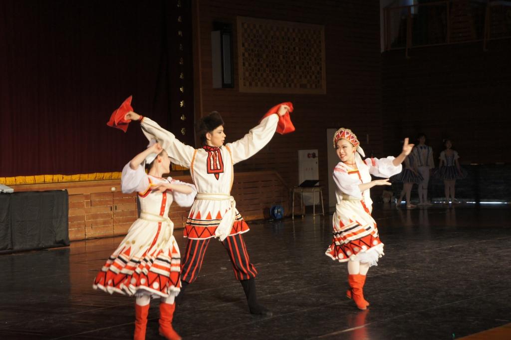 トレパック(ロシアの踊り) 相良 美穂・松本 尚子・濱本 泰然