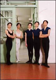 (左より) 翁 耀昇(Weng Yaosheng) 金 誠豪(Jin Chenghao) 施 超(Shi Chao) 喬 ウェイ(Qiao Wei) 呉 虎生(Wu Husheng)